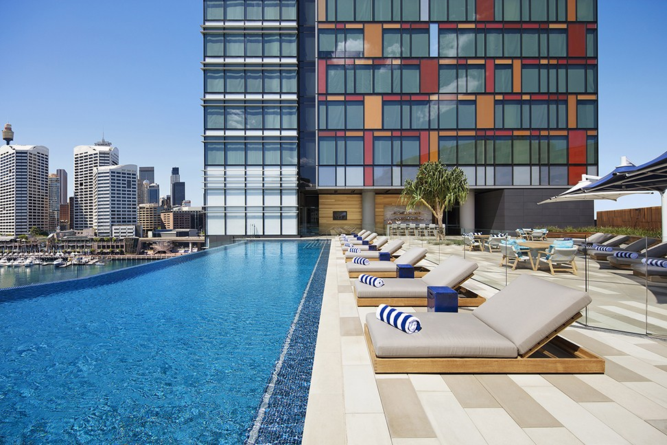 Luxury infinity pool Sofitel Sydney darling harbour schwartz